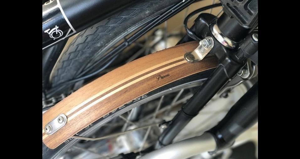 7. As capinhas de madeira para as rodas funcionam como as capinhas para celular - você anexa facilmente sobre a estrutura original e deixa a bike com um ar refinado e retrô