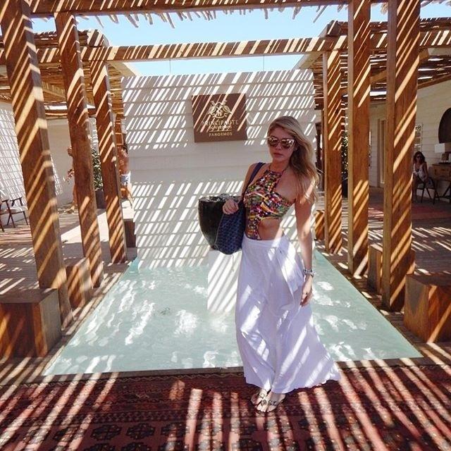 5.set.2016 - Bárbara Evans está curtindo uma viagem a cenários paradisíacos da Grécia. A gata sempre aparece em lugares lindos e os fãs ficam babando no Instagram