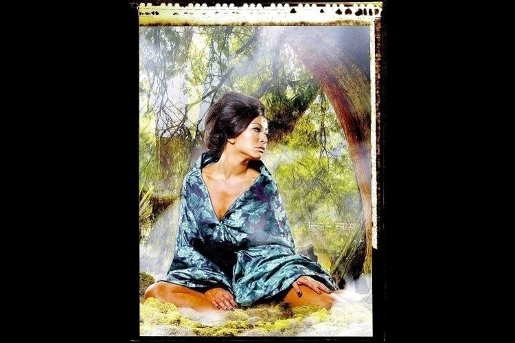 """23.mar.2008 - Sabrina é tema da exposição fotográfica """"Jardins de Sato"""" em comemoração ao centenário da imigração japonesa no Brasil, em São Paulo"""