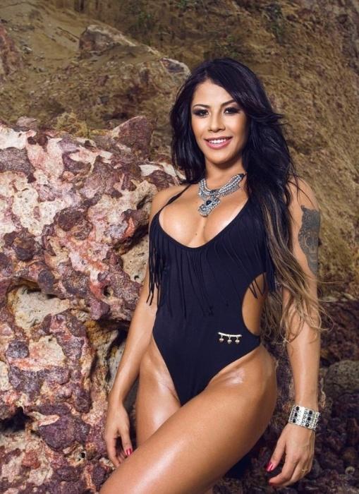 17.abr.2017 - Yasmin Castrillon mostrou suas curvas em ensaio sensual. A gata se considera a verdadeira ?Índia Fitness? por ter nascido em Manaus. Yasmin também é bisneta de uma índia da tribo parintintins