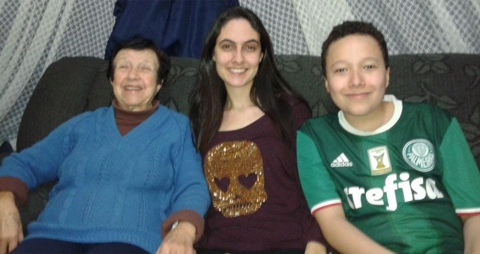 Juliana de Medeiros Giancotti e Vinícius Cândido Giancotti com a vovó Dolores Rodrigues Giancotti, de Guarulhos (SP)