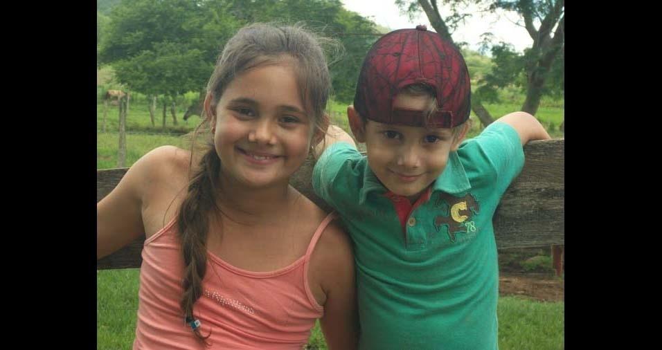 """O pai Adão enviou a foto dos filhos Maria Bethânia e Pedro Henrique, de Unaí (MG): """"Meus filhos, minha vida!"""""""