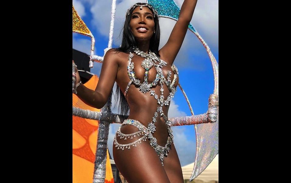 12.fev.2018 - Monifa Jansen, de 24 anos, aparece em desfile de Carnaval em Curaçao