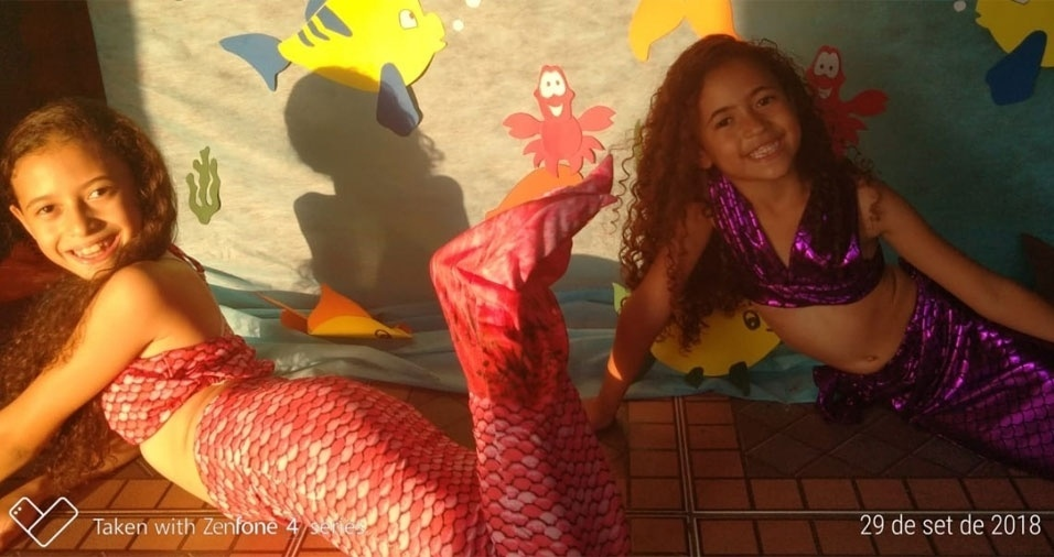 Das profundezas do oceano vieram as fotos das pequenas sereias Sanny e Sophya, em foto enviada pelos pais  Sidney e Simone