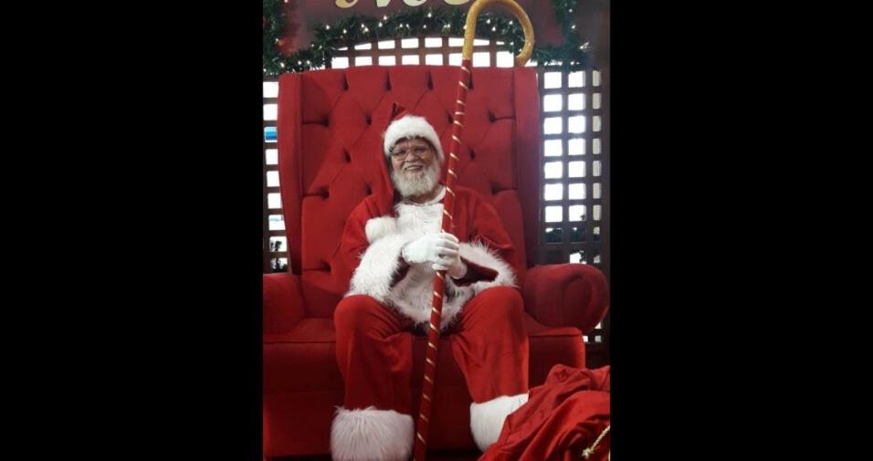 José de Assis enviou foto com o papai Noel no Taubaté Shopping, em Taubaté (SP)