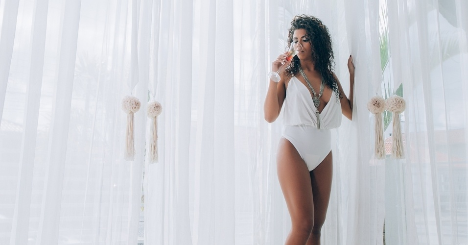 """12.jan.2017 - """"Cresci muito ao vir a Balneário, tanto na beleza quanto pessoa, fora a qualidade de vida no sul que é bem melhor"""", contou a modelo Ana Valquíria"""