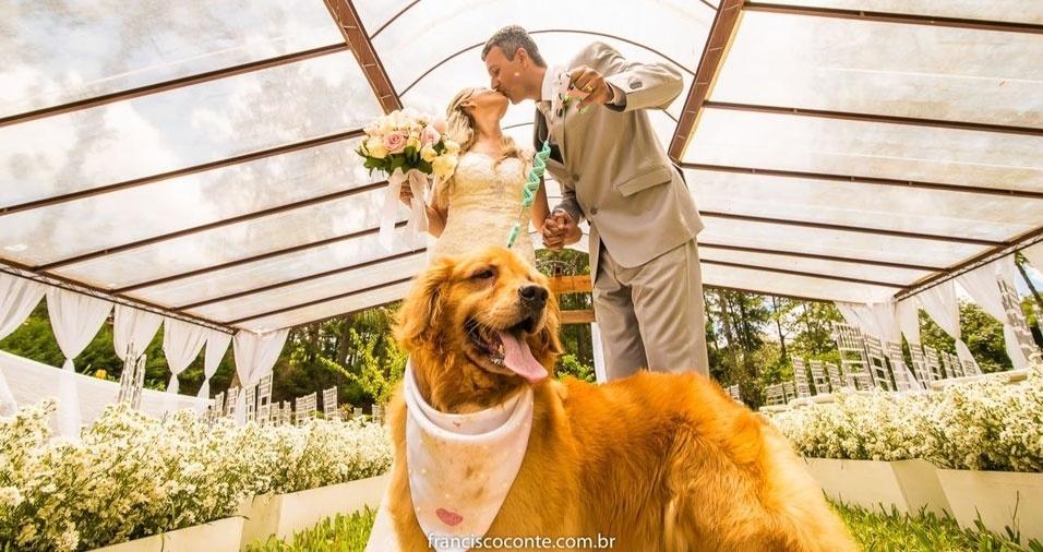 Ana Paula Martins e Mateus Linhares, de Resende (RJ), se casaram em 13/01/2018. Quem testemunhou a união foi o Golden Retriever, Janis