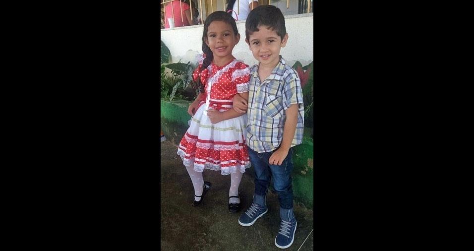 Taila Maria, 4, e Pedro Lucas, de 3 anos, em festa junina na escola em Aratuba (CE). Papai Adriano Oliveira mandou a foto todo orgulhoso!
