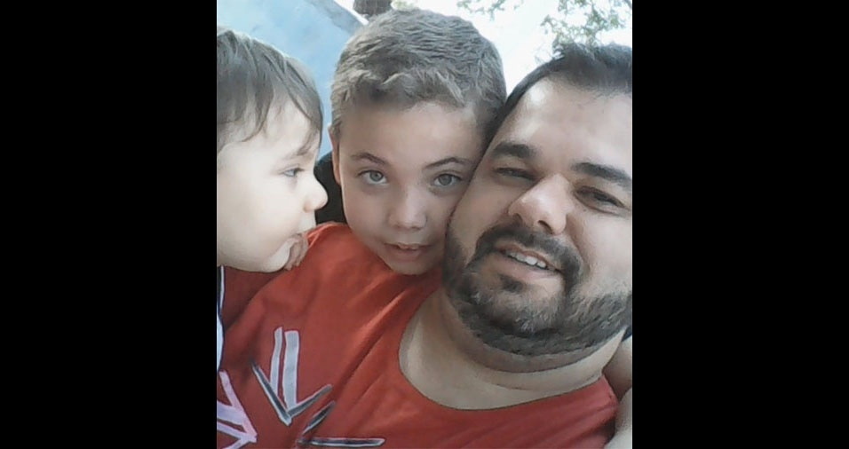 Rafael com os filhos Heitor e João vitor, de Pedreira (SP)
