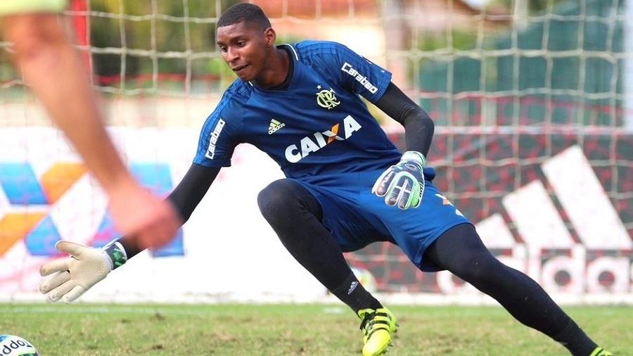 """Goleiro do sub-20 do Flamengo, Hugo Souza acusou torcedores do Vasco de o chamarem de """"macaco"""" - Gilvan de Souza / Flamengo"""