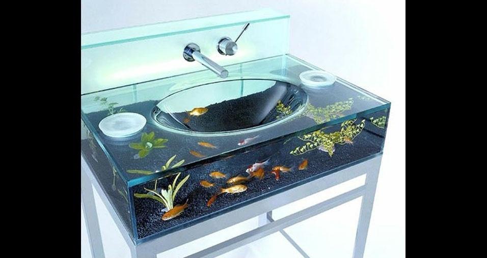 18. Já pensou escovar os dentes numa pia com aquário?