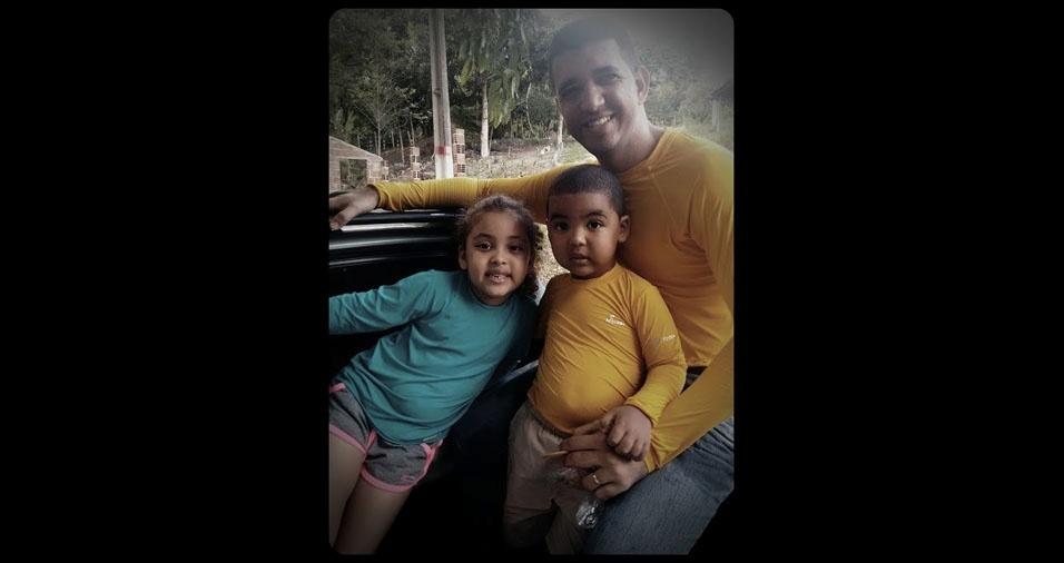 Pai Tiago com os filhos Lays e Lucas