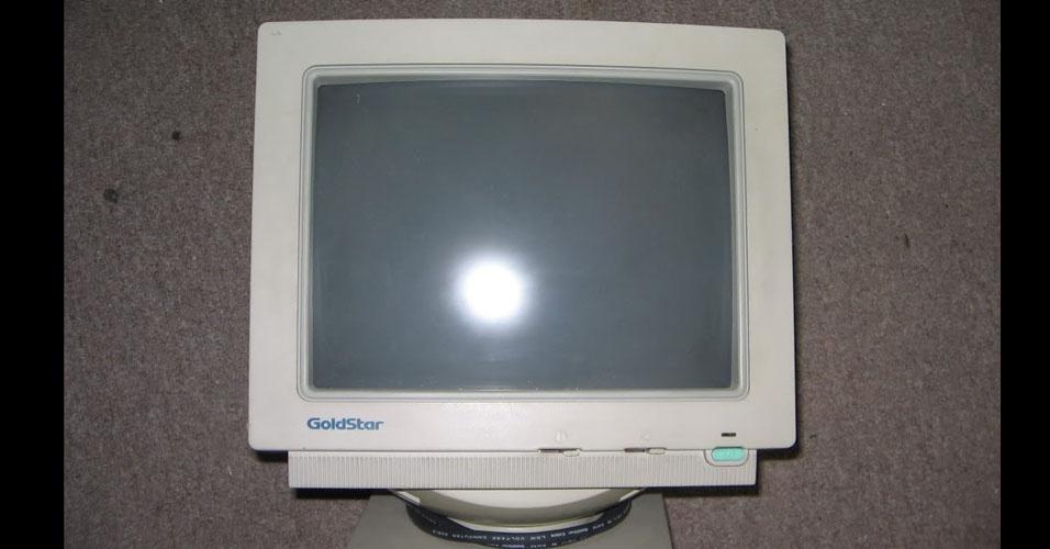 14. O monitor era vendido separadamente. De preferência, um Goldstar (atual LG) SVGA de 14 polegadas COLORIDO!