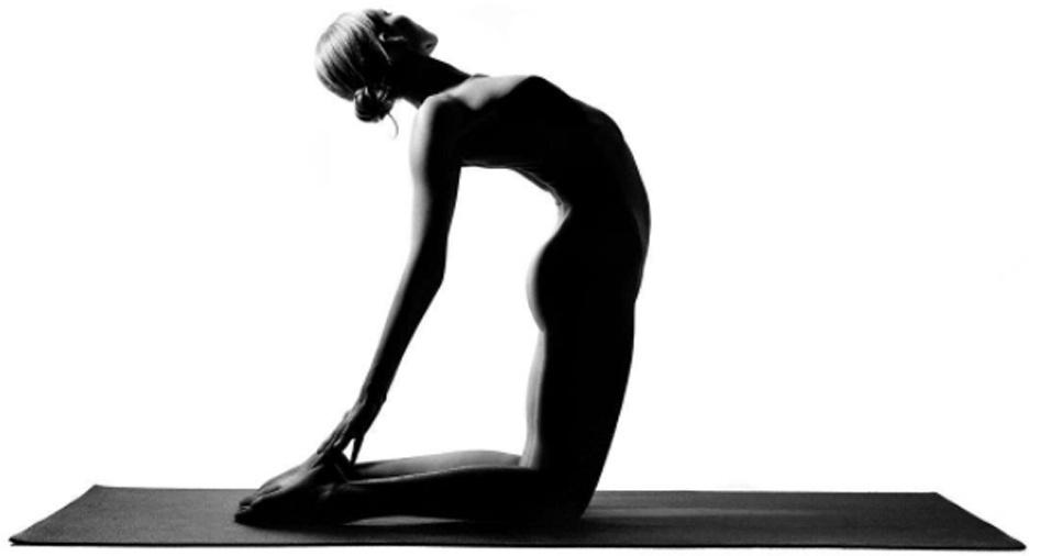 13. O namorado da garota nua da ioga é o responsável por fazer os cliques. Os dois estão juntos há três anos e, segundo a jovem, enquanto ela ajusta a luz e deixa a câmera pronta, ele tem a sensibilidade de pressionar o botão no momento certo