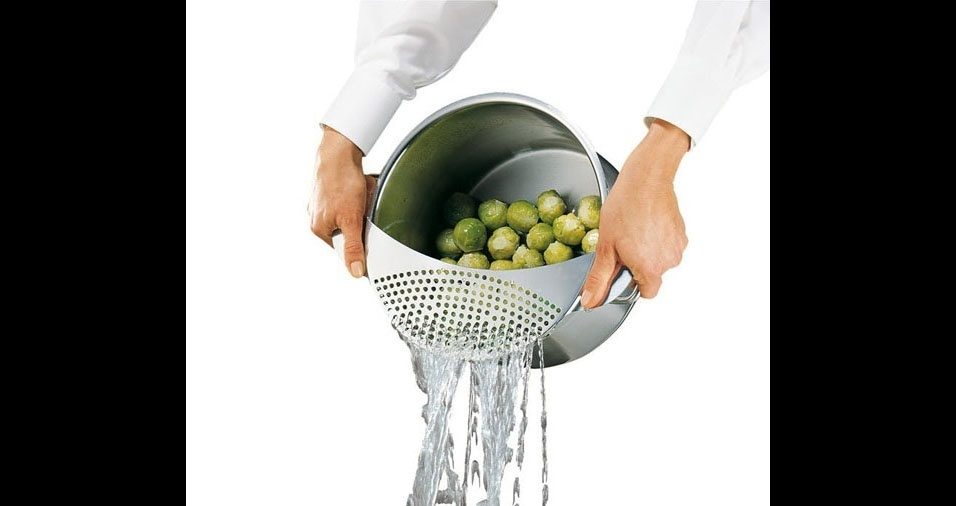 24.  Panela com escorredor de água