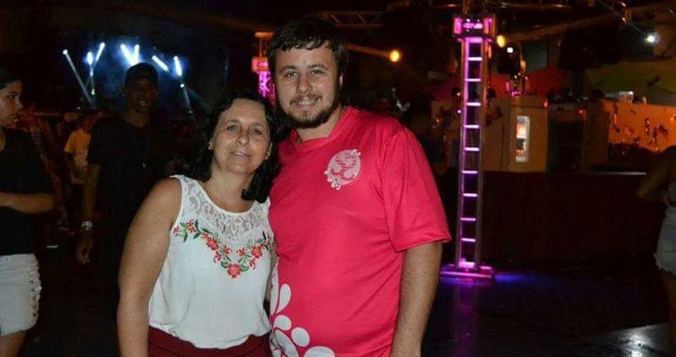 """Jonathan Peraçoli Gonçalves, de Barra Bonita (SP), homenageia a mãe Roberta Peraçoli Gonçalves: """"Amo e admiro você não apenas porque é minha mãe, mas porque reconheço em você as melhores qualidades"""""""