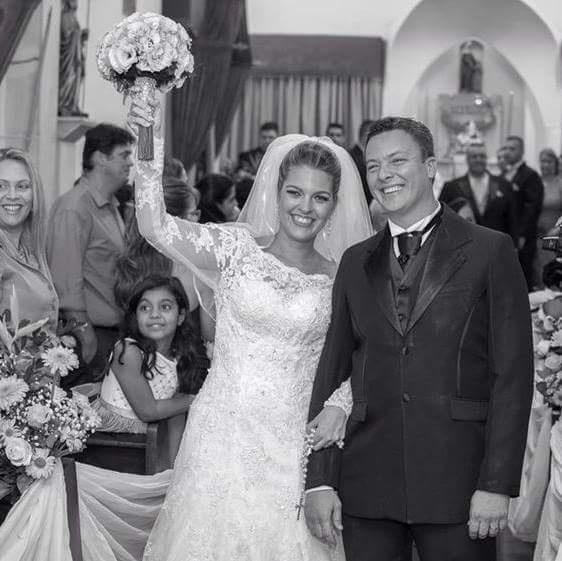 Pamela Nahiara Ribeiro e Fabiano Acris casaram-se no dia 24 de maio de 2014 na Igreja Brasileira da Penha (RJ)