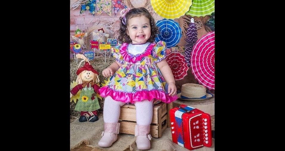 Marcelo Santana e Vânia, de Jacareí (SP), enviaram foto da filha Anna Luiza, de 1 ano e cinco mesas