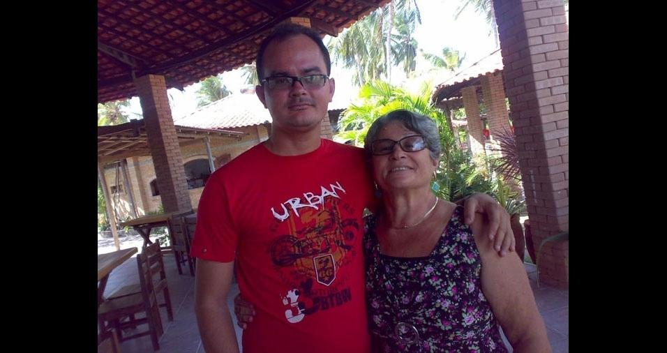 Phablo com a vovó Maria, de São Luís (MA)
