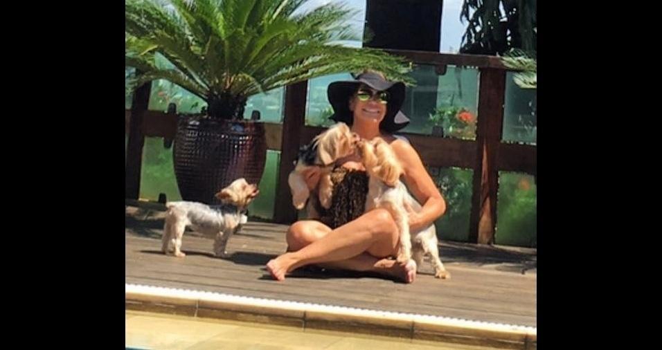 4. A atriz Susana Vieira é muito ligada aos seus cachorrinhos Willian, Sthefany e Bob
