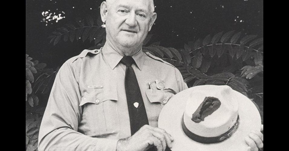 26. O guarda florestal Roy C. Sullivan sobreviveu a sete raios e, por isso, entrou para o livro dos recordes. Os acidentes aconteceram entre 1942 e 1977, causando diversas lesões e queimaduras. Sullivan se matou em 1983, aos 71 anos, por causa de uma desilusão amorosa.