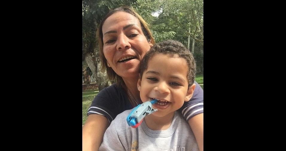Rafaela Rozário enviou foto da vovó Luciene Moreira e do neto Oliver Gomes. A família é de São Pedro da Aldeia (RJ)