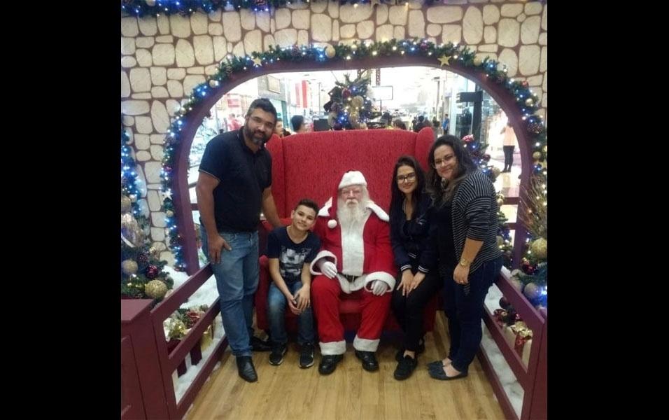 Anderson Bezerra compartilha momento no shopping Aricanduva, em São Paulo, ao lado de Bruno, Camila e Débora