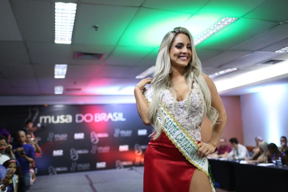 14.dez.2016 - Iara Ferreira representa Santa Catarina