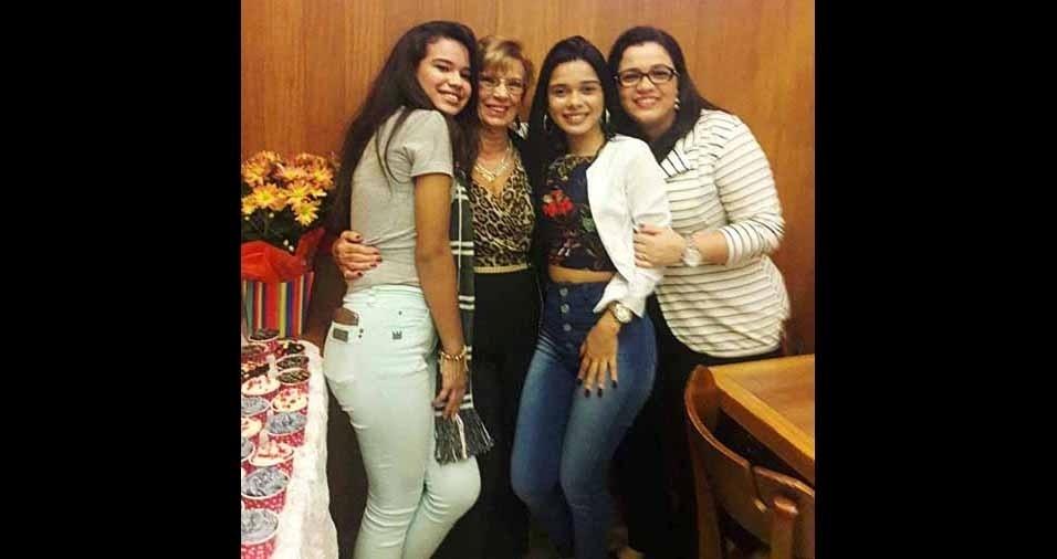 A bisneta Dominique e as netas Carolina e Raquel com a vovó Marysa, do Rio de Janeiro (RJ)