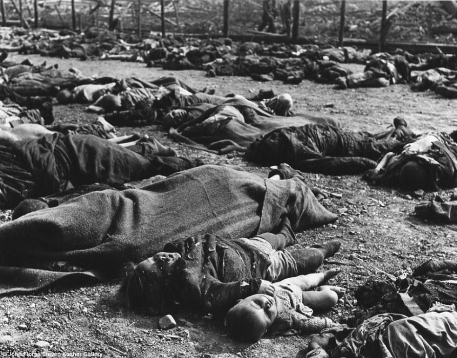 Imagem devastadora do campo de concentração de Nordhausen, na Alemanha, em abril de 1945