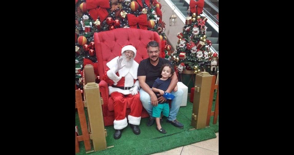 """Marcos Antônio Romano, de Brasilia (DF), com o filho Rafael, """"para o Natal BOL"""""""