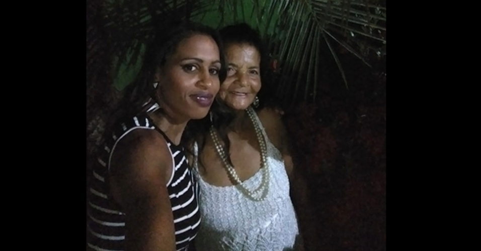 Elisa com a vovó Maria Judite, de Três Alagoas (MS)