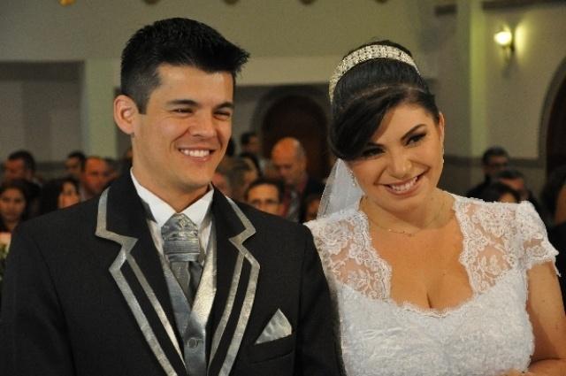 Eliane Cristina Balbino Seito e Marcelo Rodolpho Ribeiro Seito casaram-se no dia 5 de outubro de 2013 na Capela Nossa Senhora Auxiliadora, em São José dos Campos (SP)
