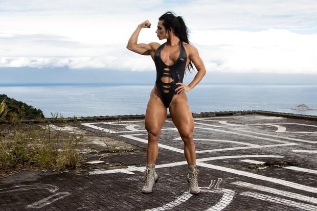 """27.jul.2016 - """"Gosto de inspirar mulheres fortes de corpo e de alma. Sexo frágil não tem nada a ver comigo"""", declarou Suelen Bissolati, que é chamada de Mulher Hulk"""