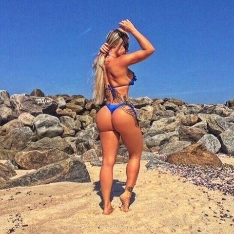 19.set.2016 - Aproveitando o calor no litoral do Rio de Janeiro, Denise Rocha mostra suas curvas em fotos de biquíni no Instagram