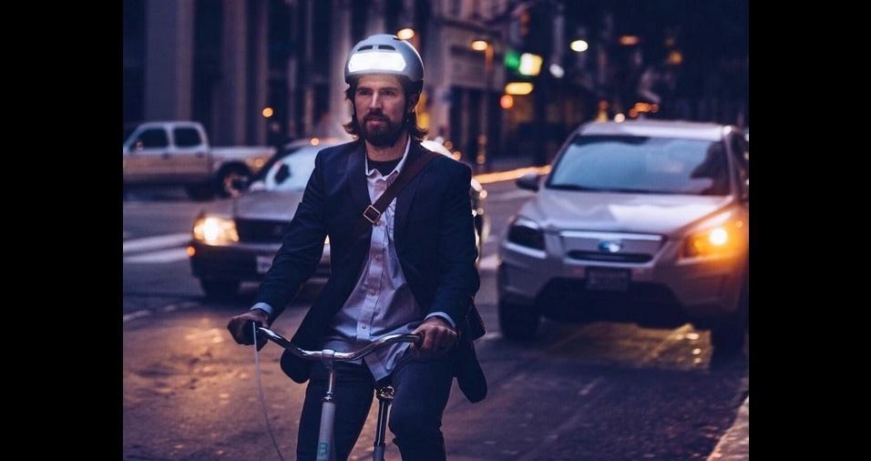 11. Capacete futurista - O design hi-tech deste capacete é super luxuoso e com certeza não passa despercebido no trânsito