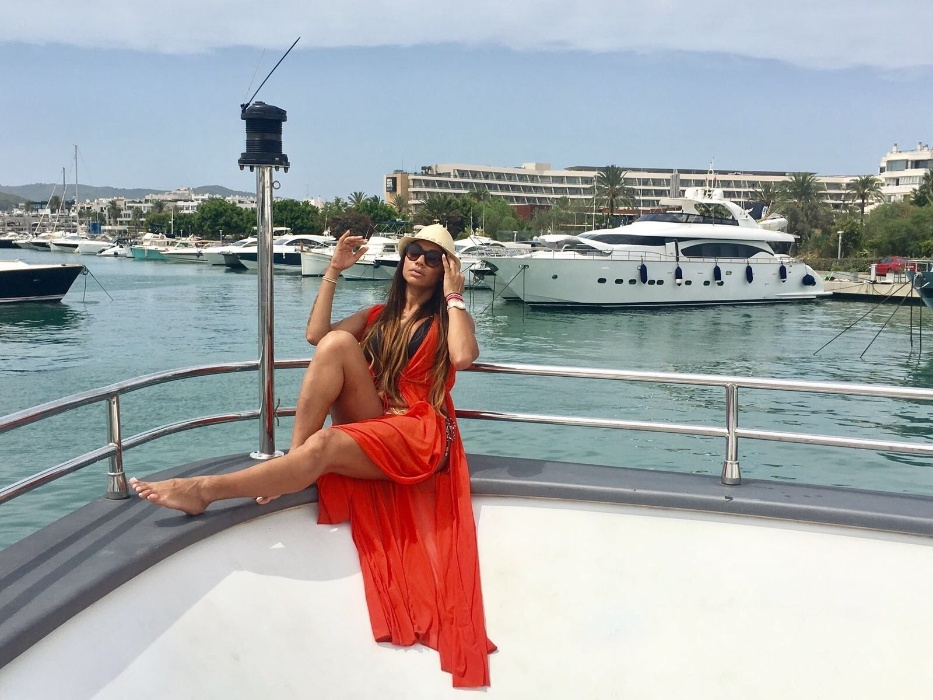 10.ago.2017 - Ilha é famosa como ponto de encontro de astros e esportistas no verão europeu