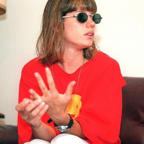 6.mar.1996 - Valeria Zoppello, ex-namorada de Dinho, é fotografada dois dias após o enterro dos Mamonas Assassinas