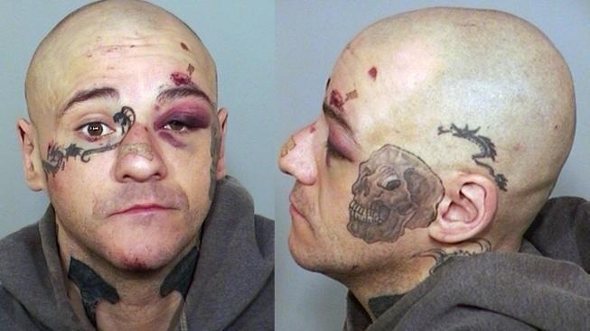 9.mar.2016 - Caveira preta: outra tatuagem usada por pessoas ligadas à práticas de intolerância, como os identificados às teorias de supremacia branca