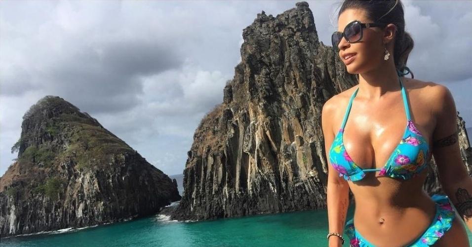 8.dez.2016 - Ex-BBB Cacau Colucci compartilhou cliques da viagem à Fernando de Noronha no Instagram