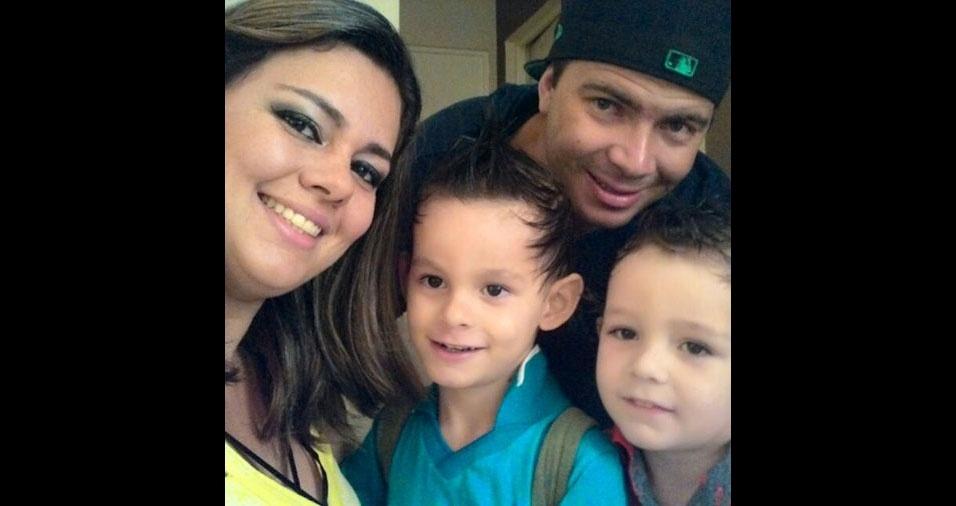 Bárbara com os filhos Pierri e Henzo e o marido Alan, de Jaguariúna (SP)