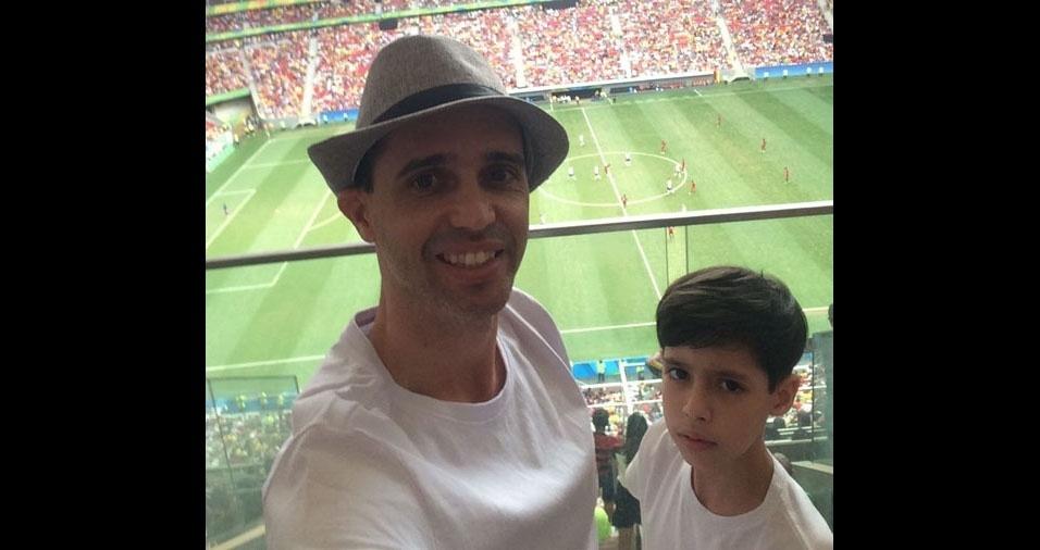Regis com o filho Davi Candido, de Brasília (DF)