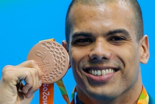 12.set.2016 - André Brasil incluiu um bronze à sua coleção de medalhas. O nadador terminou em terceiro lugar os 100 metros borboleta S10