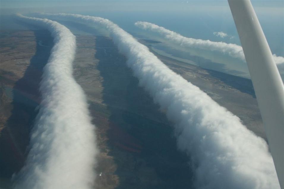 """Formação de nuvens """"Morning Glory"""", fenômeno meteorológico raro, registrada nos céus de Queensland, na Austrália"""