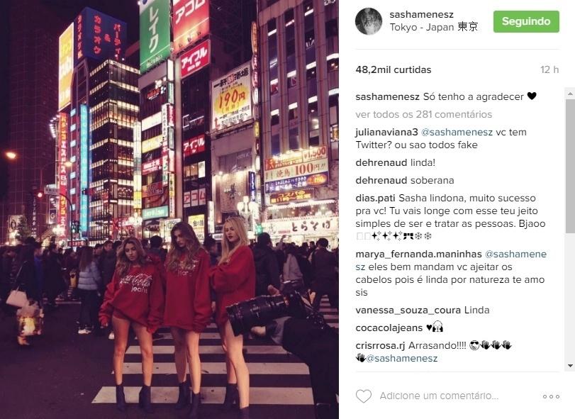 """28.nov.2016 - Estrela de uma campanha de moda para a grife da Coca-Cola, Sasha postou uma foto no Instagram em que aprece, com as pernas à mostra, ao lado das modelo Carolina Oliveira e Pamela Colpo. Os fãs encheram a filha de Xuxa Meneghel de elogios. """"Linda"""", """"Soberana"""", """"Arrasando"""", """"Muito orgulho"""", """"Melhor a cada dia que passa"""", comentaram os fãs na web"""