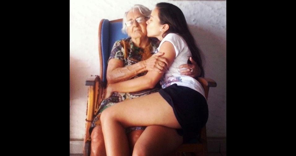 Ana Caroline Marques com a vovó Luiza Pinto Marques. de Fortaleza (CE)