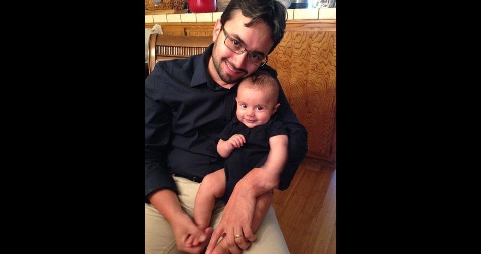 Eloy Marum de Freitas Junior com seu filho Luigi