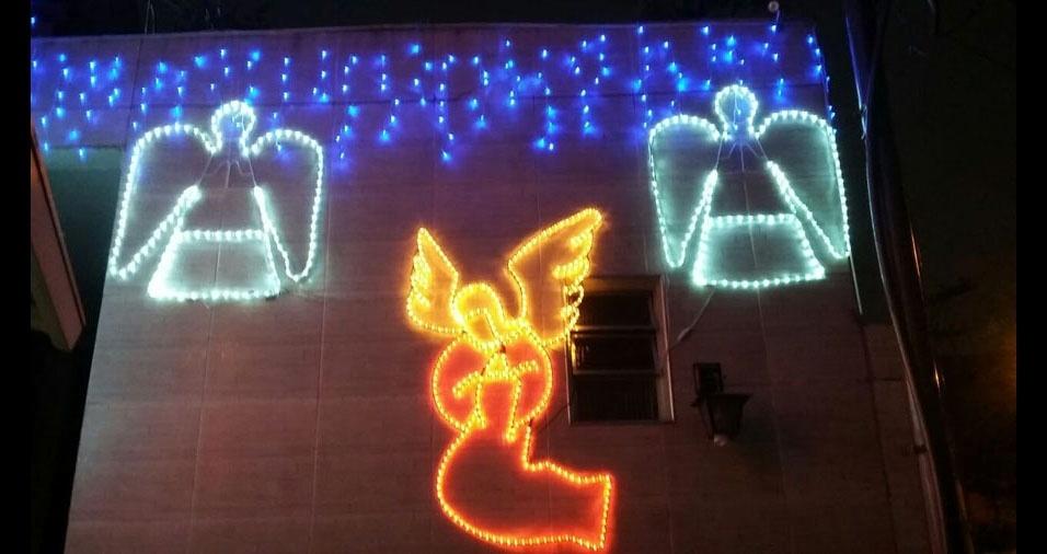 Sandra Aparecida  Cunha, de São Paulo (SP), mostra como sua casa está decorada para o Natal