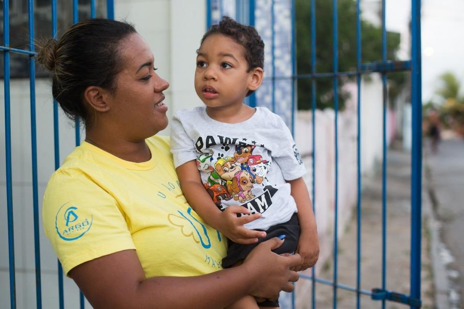 Germana Soares - UMA - Guilherme nasceu com os reflexos de uma criança em perfeita saúde e não tinha os traços dos demais bebês com microcefalia, mas após inúmeros exames, o médico confirmou que ele tinha a patologia