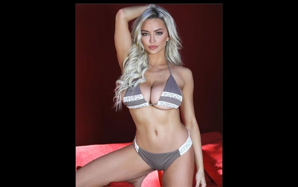 """27.dez.2017 - A modelo Lindsey Pelas fez um novo ensaio exclusivo para a revista masculina Maxim. Nas imagens, a gata americana usa um biquíni sexy. A sessão de fotos foi feita no luxuoso cassino do Palm Casino Resort, em Las Vegas. No Instagram, a loira deu uma """"palhinha"""" e postou algumas fotos do ensaio"""